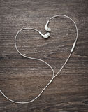 Нот влюбленности Провода наушников в форме сердца Стоковое Изображение