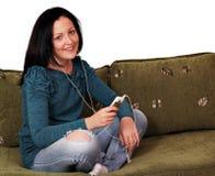 Нот девочка-подростка слушая Стоковая Фотография