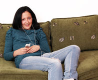 Нот девочка-подростка слушая Стоковое Изображение RF