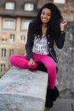 нот девушки афроамериканца слушая подростковое Стоковое Изображение RF