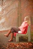 нот девушки слушая ся к Стоковая Фотография RF