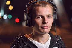 нот человека города слушая Стоковая Фотография RF