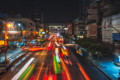 Ноча Бангкок ТАИЛАНДА, БАНГКОКА Улица Thanon Ratchaprarop Стоковое Изображение