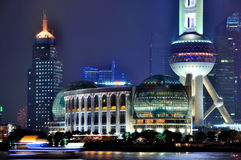 Ноча башни и города перлы Шанхай востоковедная Стоковое Фото