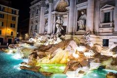 Ноча взгляда Roma фонтана Trevi Стоковое Фото
