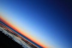 ноча двигателя полета сумрака воздушных судн над морем Стоковые Фото