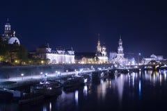 Ноча в Дрездене с взглядом на городе стоковое изображение