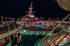 ноча градиентов круиза отсутствие используемого транспаранта корабля Стоковое фото RF
