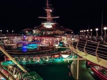 ноча градиентов круиза отсутствие используемого транспаранта корабля Стоковое Изображение RF