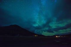 Ноча играет главные роли небо стоковое изображение