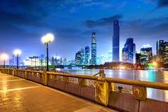 ноча ландшафта самомоднейшая урбанская стоковая фотография