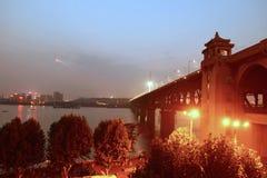Ноча моста Ухань Рекы Янцзы Стоковые Фото