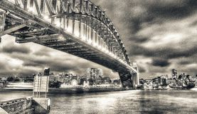 Ноча над мостом гавани Сиднея, Австралией Стоковые Фотографии RF