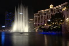 Ноча Невада Лас-Вегас воды fountans Bellagio Стоковое фото RF