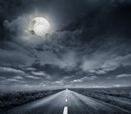 Ноча дороги асфальта Стоковые Фотографии RF