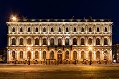 Ноча осветила здание института завода генетического Resourses Стоковое Фото
