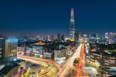 Ноча освещает город на моле Сеуле Корее мира lotte стоковое изображение