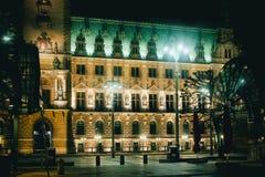 Ноча перемещения tourismus platz выдержки времени rathaus Гамбурга стоковое изображение rf