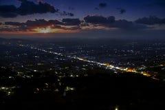 Ноча понижаясь на Jogjakarta, Jawa, Индонезию Стоковые Изображения