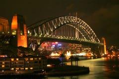 ноча Сидней моста Стоковая Фотография