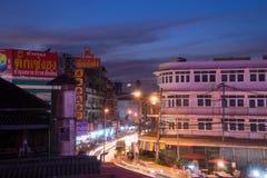 Ноча снятая рынка Warorot (Kad Luang) Стоковое Фото