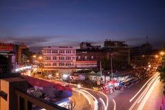 Ноча снятая рынка Warorot (Kad Luang) Стоковые Фотографии RF