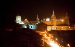 ноча стародедовского замока средневековая Стоковая Фотография