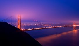 ноча строба моста золотистая Стоковое фото RF
