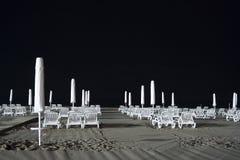 ноча стулов пляжа Стоковая Фотография RF
