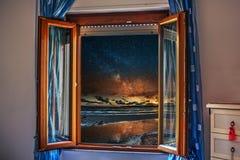 Ноча увиденная через открытое окно Стоковое Фото