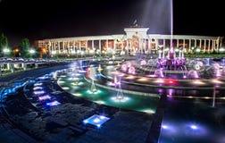 ноча фонтана almaty накаляя Стоковое Изображение RF