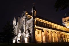 Ноча церков аббатства Сент-Олбанса освещает освещение Стоковое Изображение RF