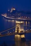 ноча budapest danube Венгрии моста Стоковая Фотография RF