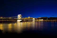 ноча budapest danube Венгрии моста Стоковое Изображение RF