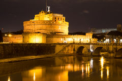 Ноча Castel Sant Angelo Santangelo Рима Стоковое Изображение