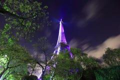 Ноча Eiffel в городе Парижа, Франции, свете города ночи стоковые изображения rf