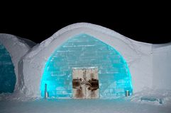 Ноча hoteli льда стоковая фотография rf