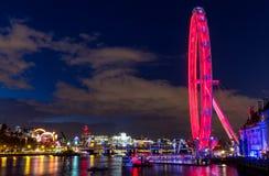 ноча london Глаз Лондона, Река Темза, мост тысячелетия, шина Стоковая Фотография RF