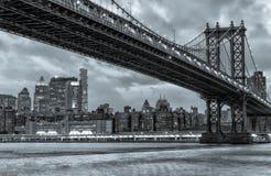 ноча manhattan моста New York стоковое фото rf