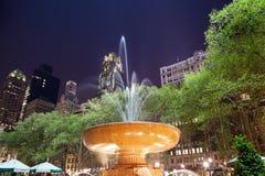 Ноча New York City парка Bryant фонтана Стоковое Изображение RF