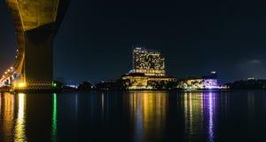 Ноча phraya реки Rama 3 Таиланда Бангкока Стоковые Изображения RF