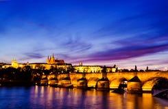 ноча prague замока Стоковое Изображение