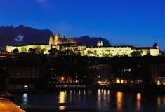 ноча prague замока Стоковые Изображения