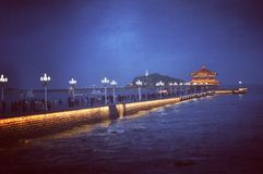 Ноча Qingdao Марины, Китай стоковые изображения rf