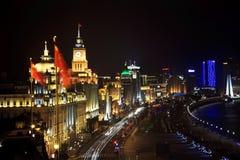 ноча shanghai автомобилей bund Стоковые Фото