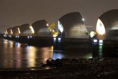 ноча thames барьера стоковое фото rf