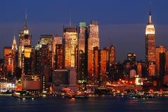 Ночи Манхаттана стоковое изображение rf