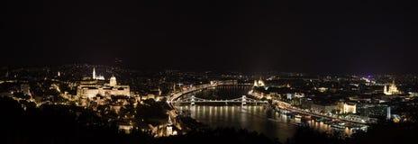 Ночная жизнь Будапешт. Панорама Стоковые Изображения RF
