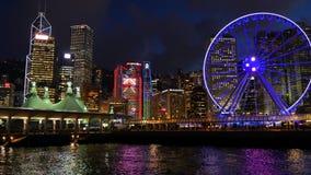 Ночная жизнь в Гонконге с большие паромы катят видеоматериал