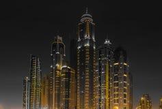 Ночная жизнь в Марине Дубай ОАЭ 14-ое ноября 2012 Стоковые Фото